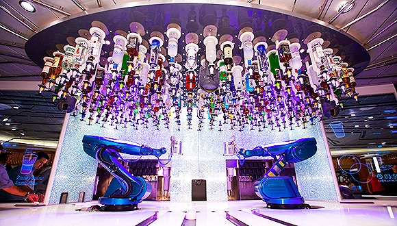 皇家加勒比游轮应用机器人调酒师