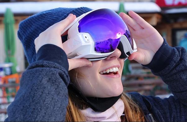 RideOn滑雪护目镜:滑雪时和你虚拟互动