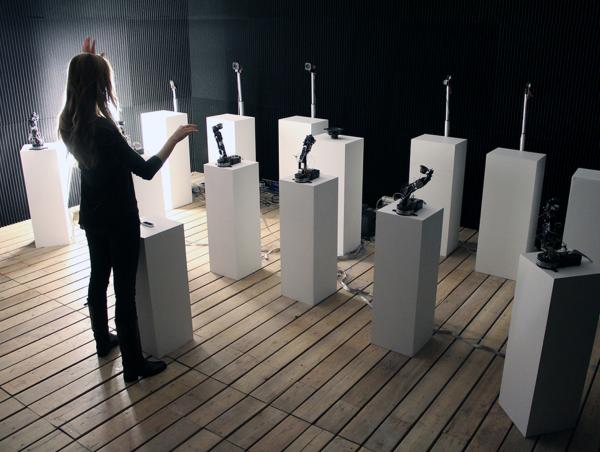 机器人组建管弦乐队,跟着指挥演奏