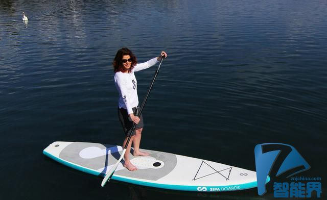 冲浪新手,这款智能冲浪桨板让你玩时不紧张