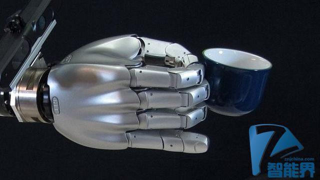 手指跟人类一样灵活能拿起任何物体的机器人