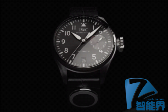 万国推出1.5万美元智能手表 智能在表带上