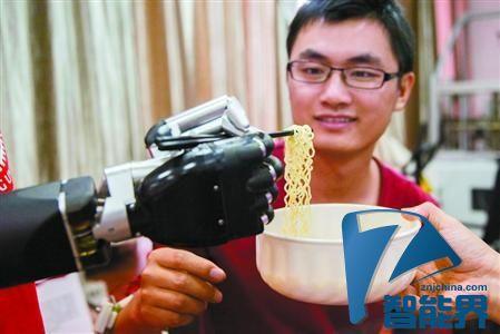 能用筷子捞面,我国仿人假肢机械手将投放市场