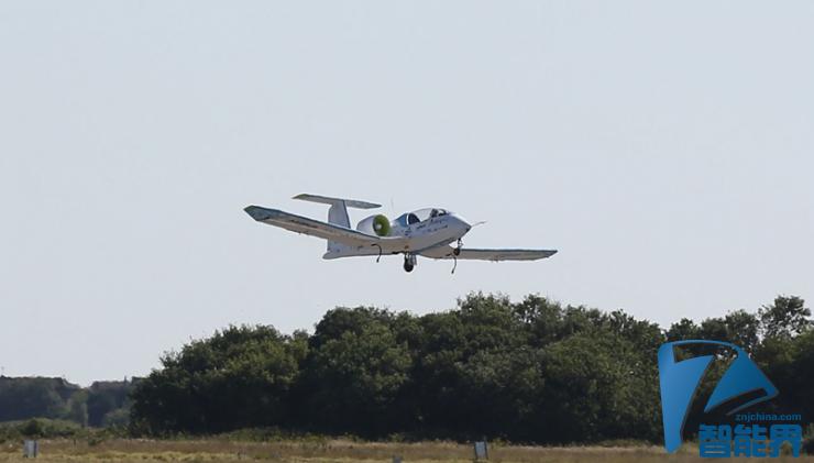 全电动飞机首次飞越英吉利海峡