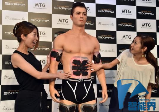 为代言肌肉刺激垫 C罗3D雕像只穿内裤任人摸