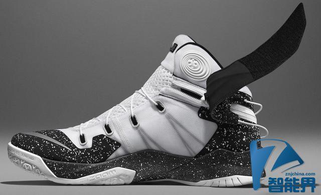 耐克推出残疾人运动鞋 特殊拉链无需双手