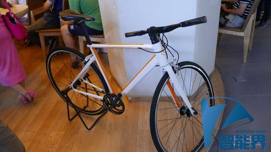 记录行车轨迹辅助骑行 曲奇发布智能自行车