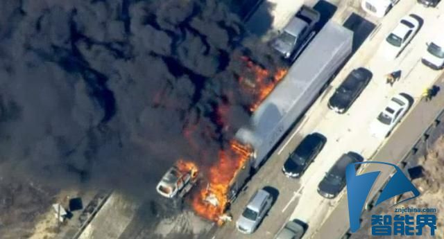 无人机围观森林大火,威胁消防直升机