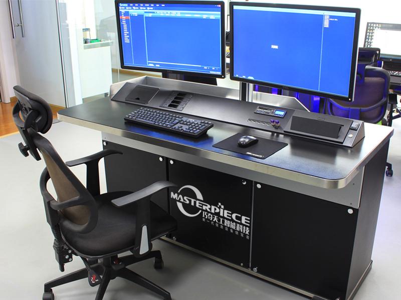 """外观科幻与性能优越并重 """"巧夺天工""""数据分析工作站评测"""