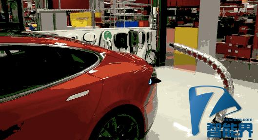 """特斯拉演示""""真正的金属蛇"""":自动汽车充电器"""
