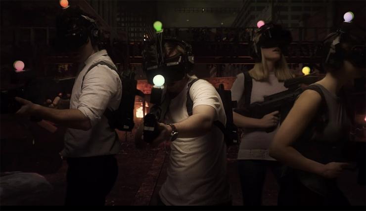 全球首个虚拟现实游戏中心开张!6人一组打丧尸