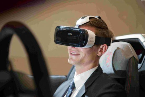 买不起宝马 或许可以用三星Gear VR代替