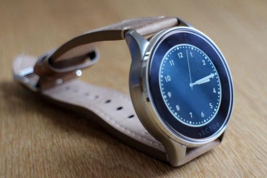 续航一个月的智能手表—Vector Luna