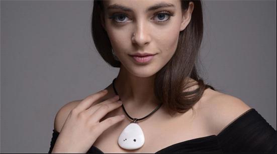 Miragii智能项链 既是耳机又是微型投影仪