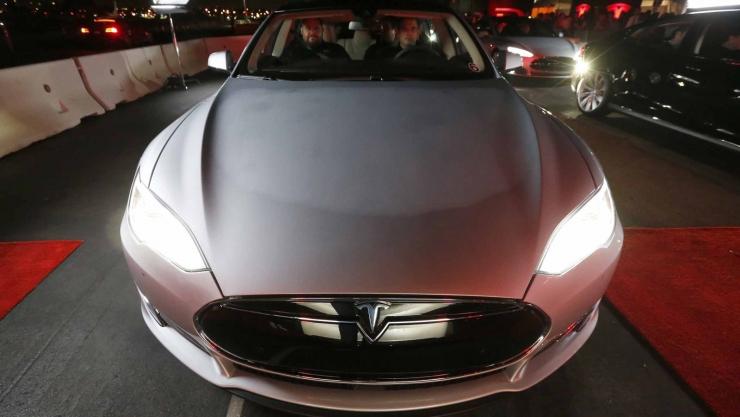 越开越聪明!特斯拉自动驾驶能自主学技能
