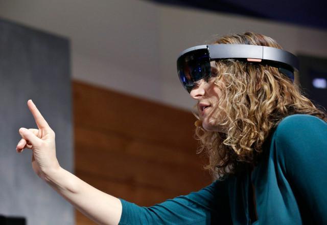 华硕明年将推出一款廉价版HoloLens