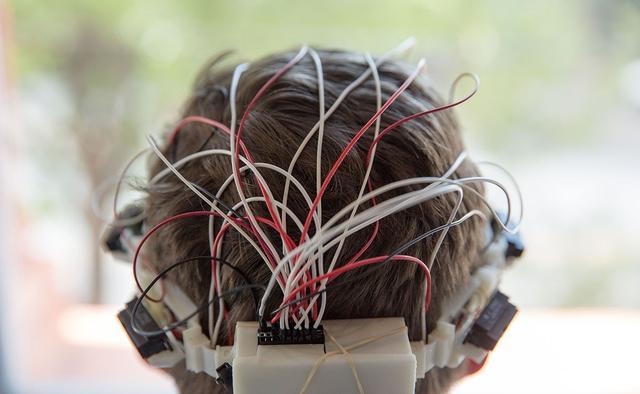 Sentiri:一款可以为盲人提供导航的头戴