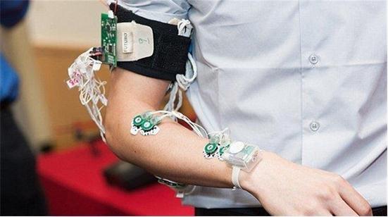 肌肉监测器:可以将手语和动作转换成文字