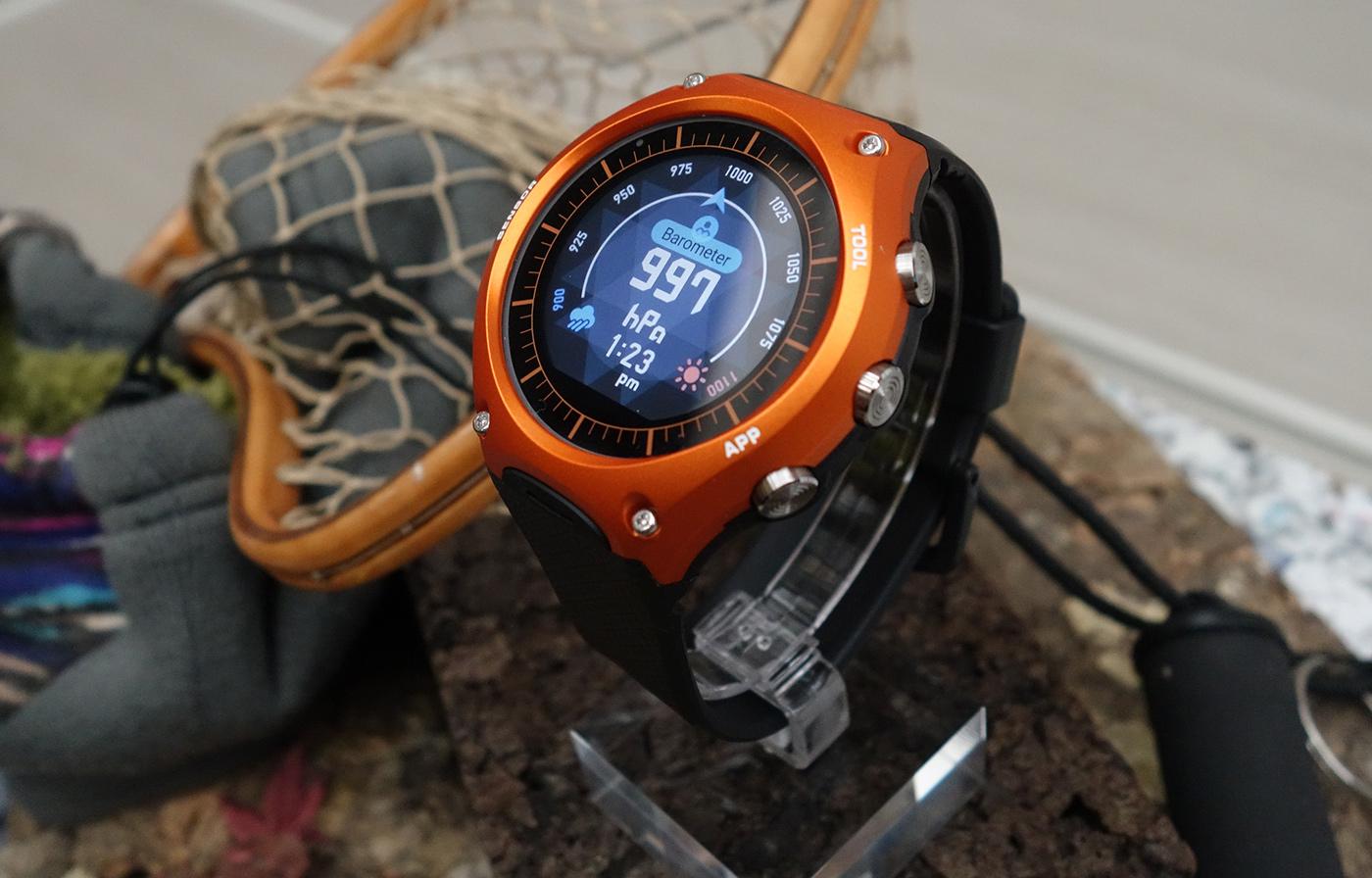卡西欧的第一款智能手表是个超巨大的 G-Shock