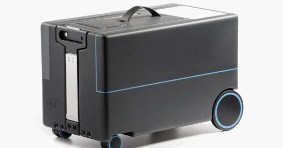技术公司展示可自动跟随用户的旅行箱