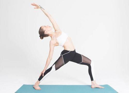 这条智能瑜伽裤可以实时纠正你的动作
