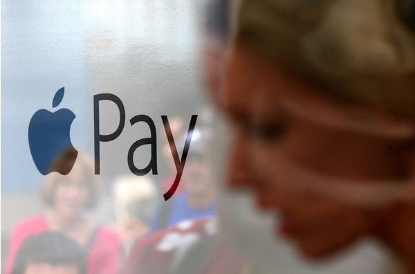 上线后每分钟绑卡数万,但美国媒体也不看好Apple Pay