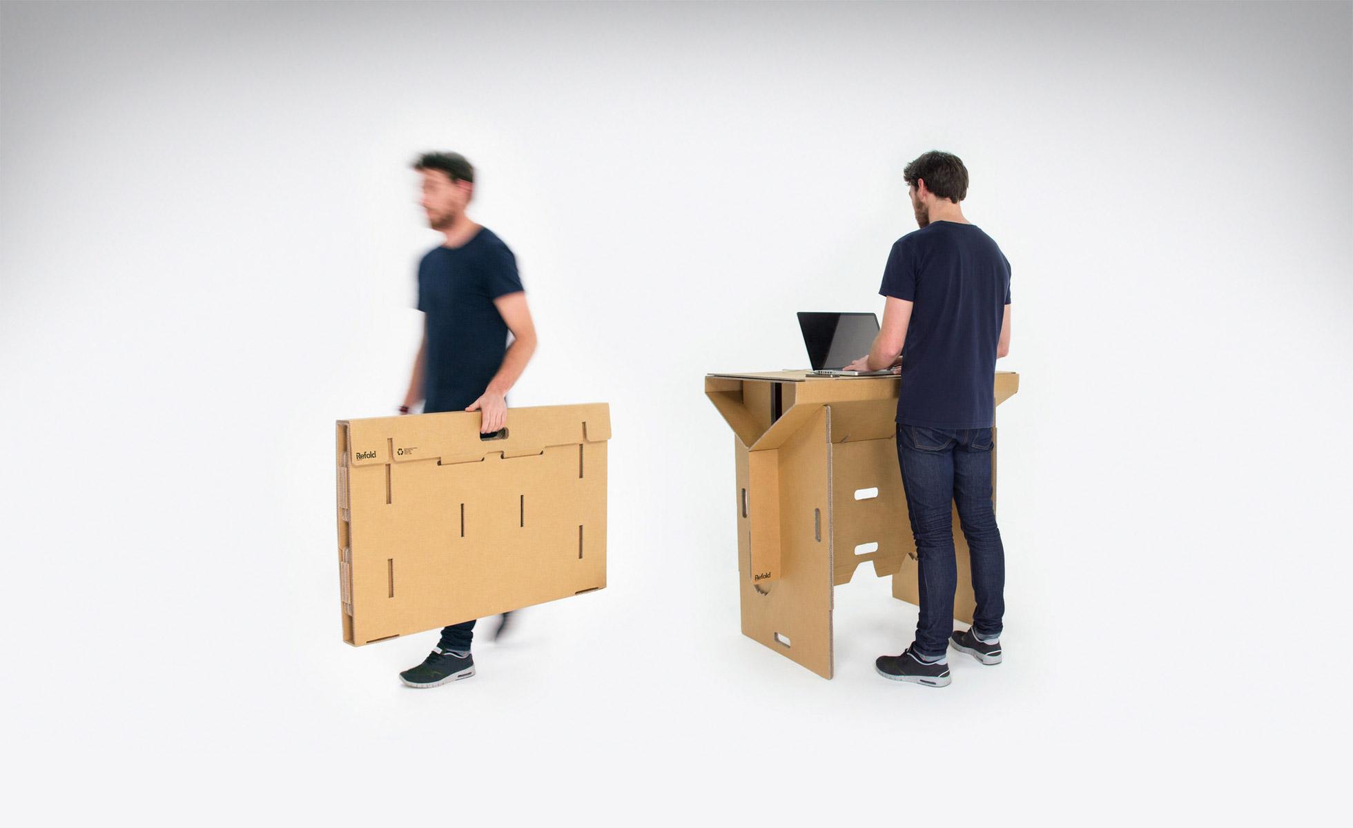 足以支撑一人重量的Refold站立办公桌