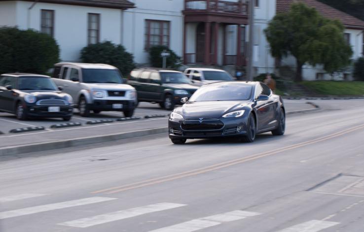 """特斯拉 Model S 获""""Ludicrous""""模式升级:百公里加速仅为 2.8 秒"""