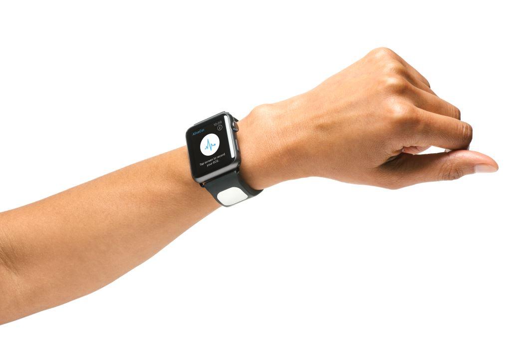 这款 Apple Watch 表带可在你的心脏出问题时发出提醒