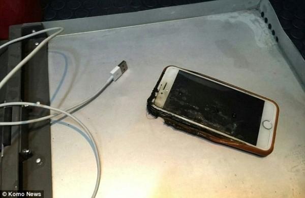 吓死宝宝!iPhone 6飞机上突然起火 火焰20厘米高