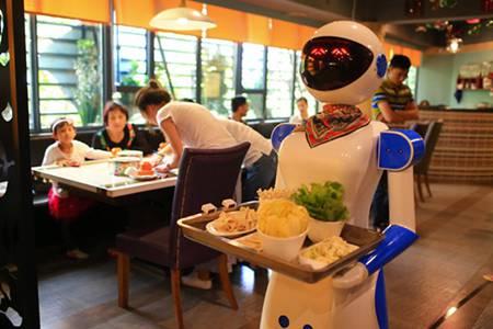 """广州餐厅机器人服务员被""""炒鱿鱼"""""""