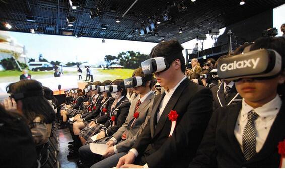 城会玩!日本高中生戴VR眼罩参加开学典礼