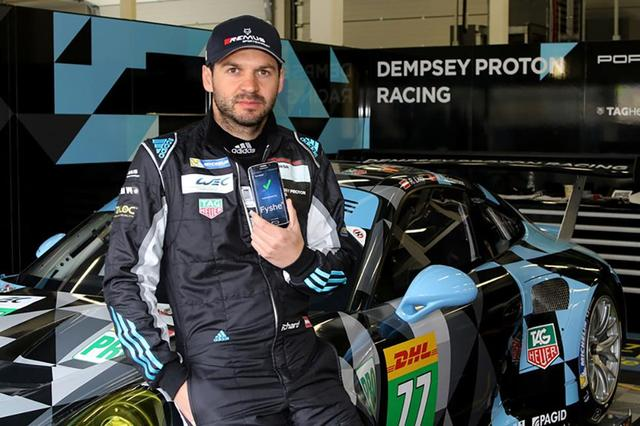 阿迪达斯推出智能赛车服 内置芯片能救命