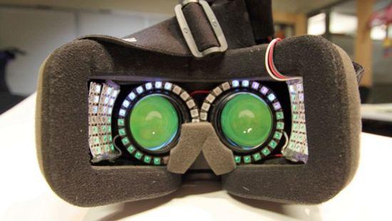 为了玩虚拟现实不晕 有人塞了一堆LED灯