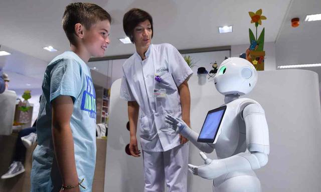 比利时医院引进Pepper机器人 定价22.4万元