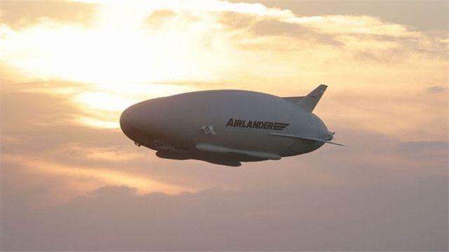 世界最大飞行器完成处女飞行!空中盘旋一周降落