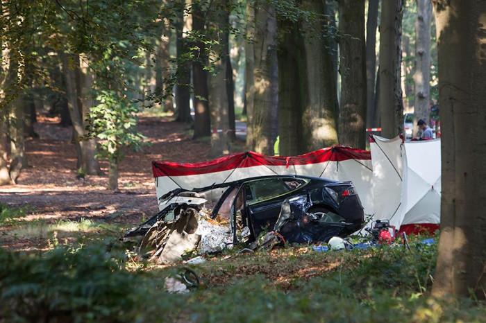 特斯拉回应凌晨荷兰车祸案:问题不在 Autopilot 自动驾驶系统