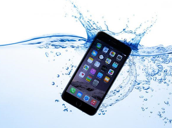 iPhone 7防水很厉害?劝你还是小心点