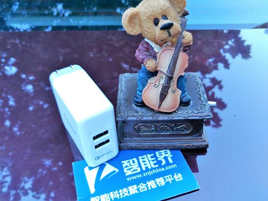 QC 2.0USB快速充电器:一机两充真方便