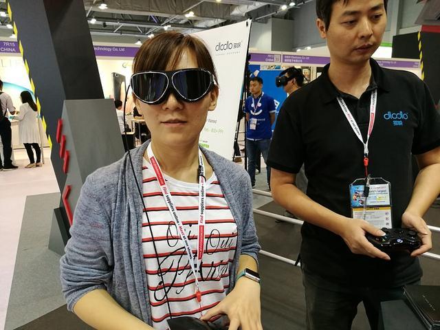 别以为VR都是头盔 这些眼镜和背包更抢眼