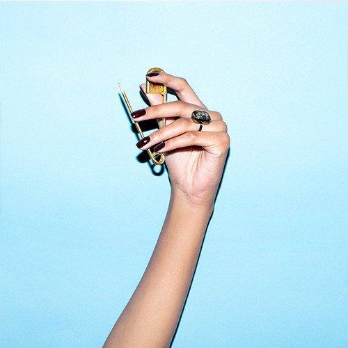 最不像可穿戴设备的智能戒指 竟镶嵌了宝石