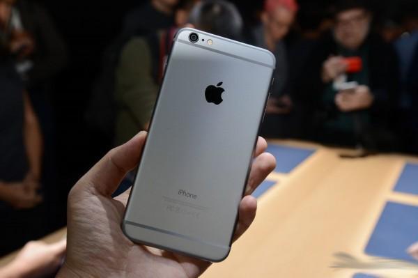 苹果正式宣布iPhone 6 Plus屏幕维修计划