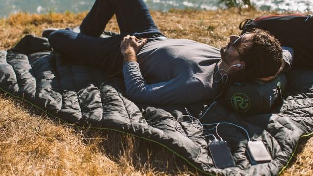 """用移动电源供电的加热毯 出门野营有""""人""""暖床了"""