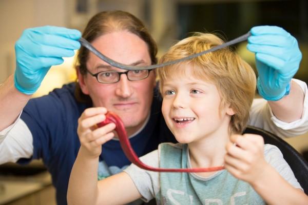 石墨烯加上橡皮泥 科学家制作出高敏感传感器