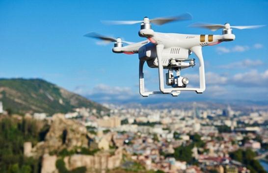 挑战激光雷达?福特用无人机给自动驾驶汽车导航