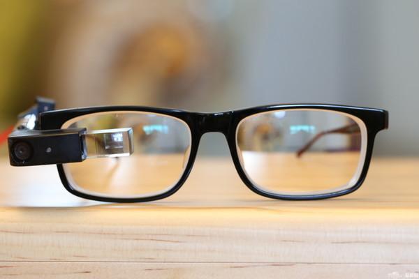 转战商用 联想推出新款AR眼镜New Glass C200