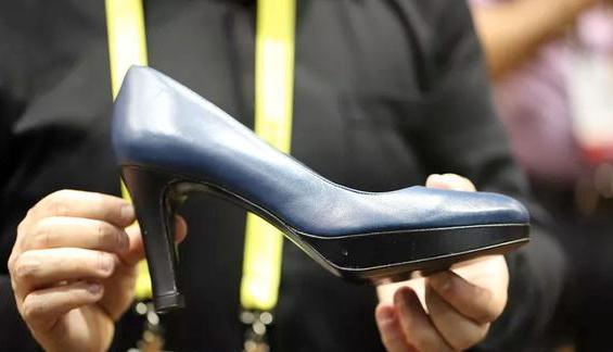 温度高度均可调 满足她只要这一双智能高跟鞋