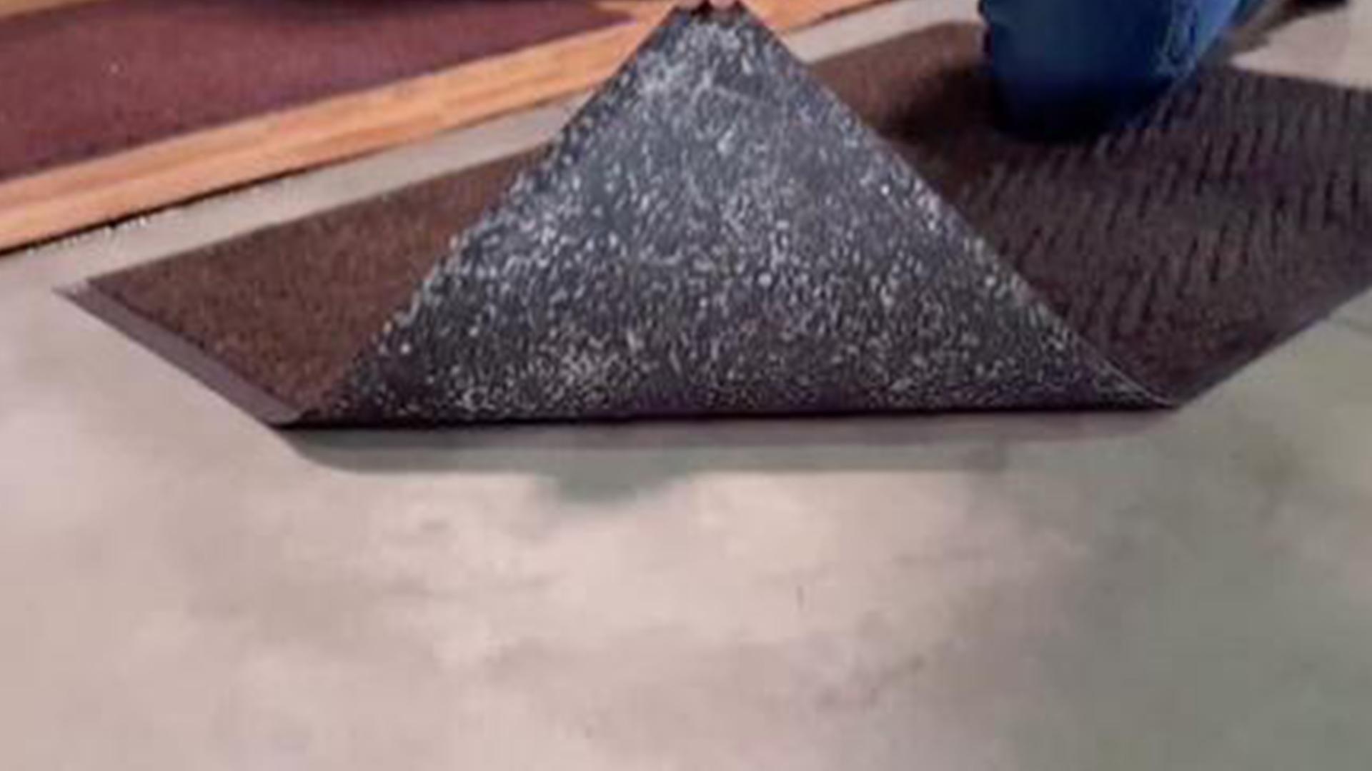 【智能界大百科】摩擦摩擦也不怕!不会移位的地毯Stay Put Rug