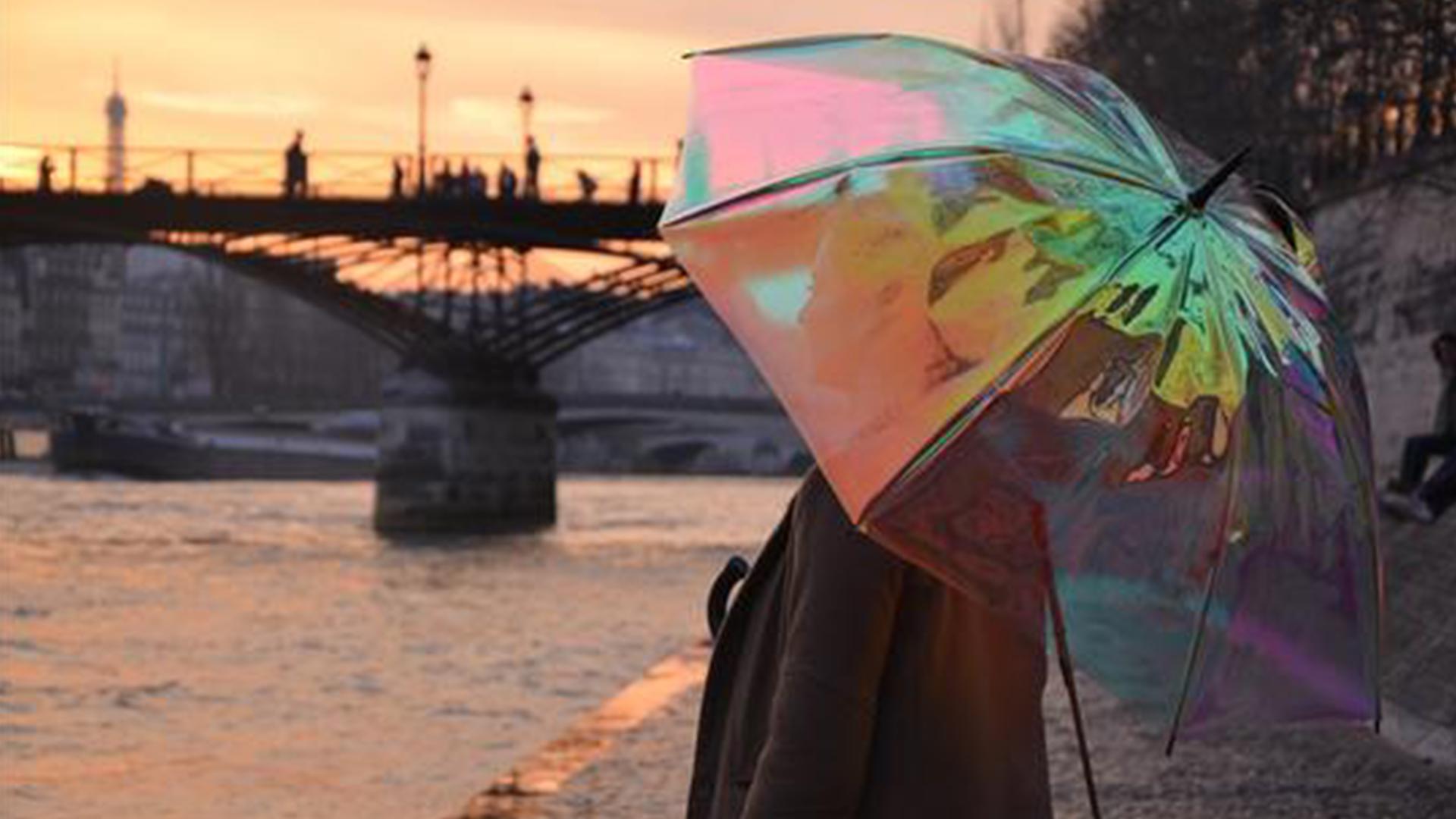【智能界大百科】高颜值又实用:可预测天气的Oombrella智能雨伞