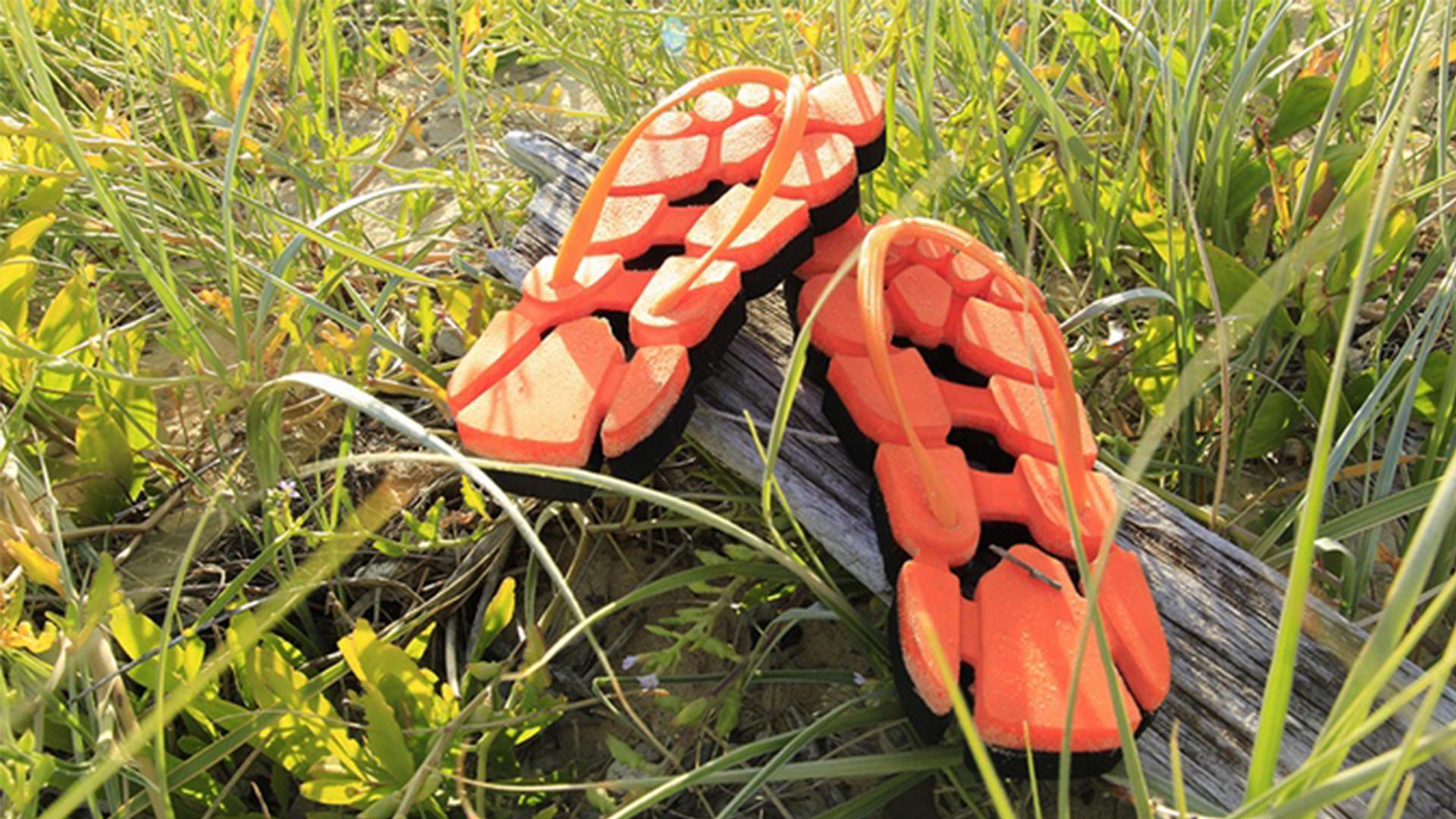 【智能界大百科】很丑可是很温柔!造型独特夹脚凉鞋Lacunas